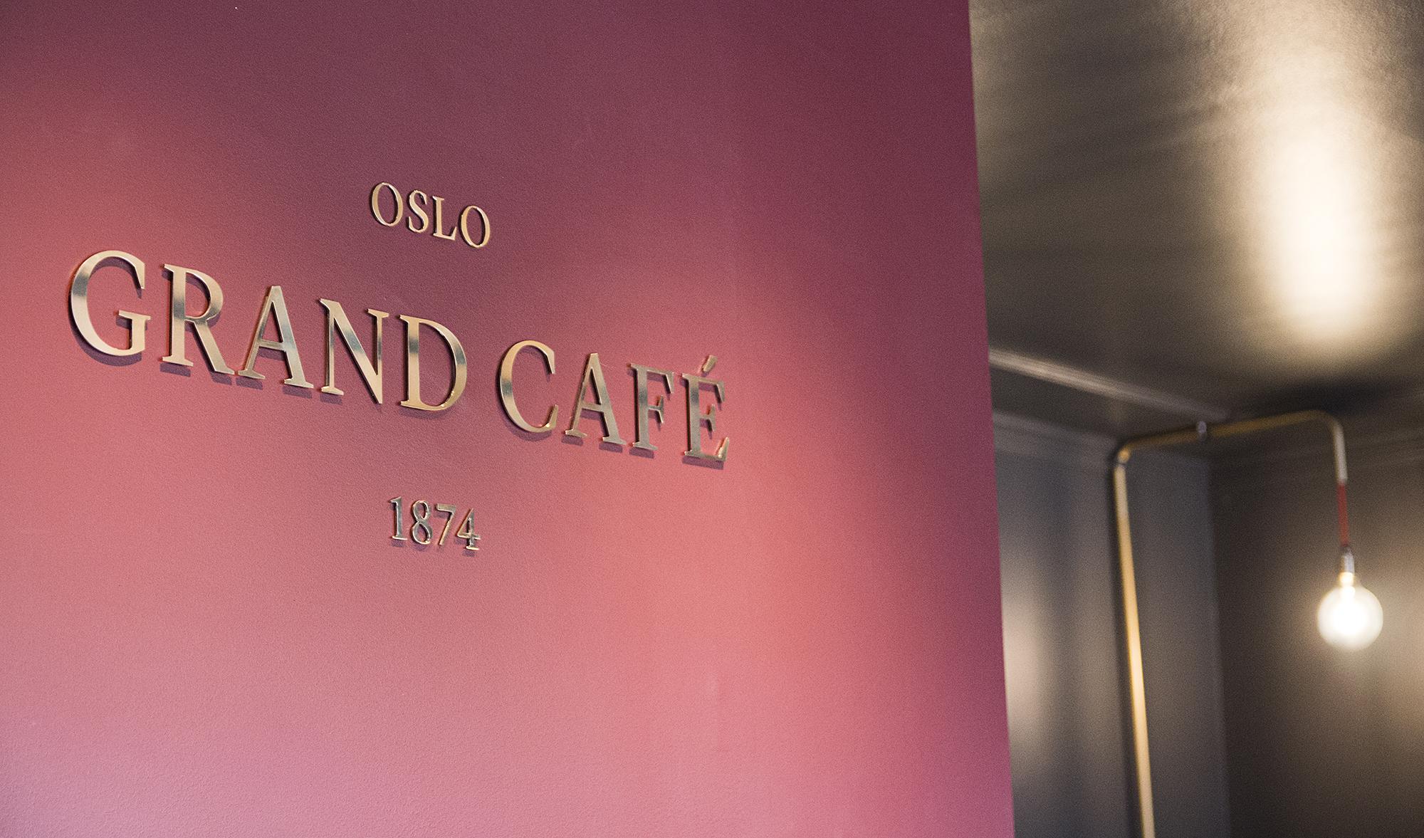 Utsmykning og dekor av lokaler til grand Café. Vindudekor, skiltdekor, fotodekor, tapet. Skilt.