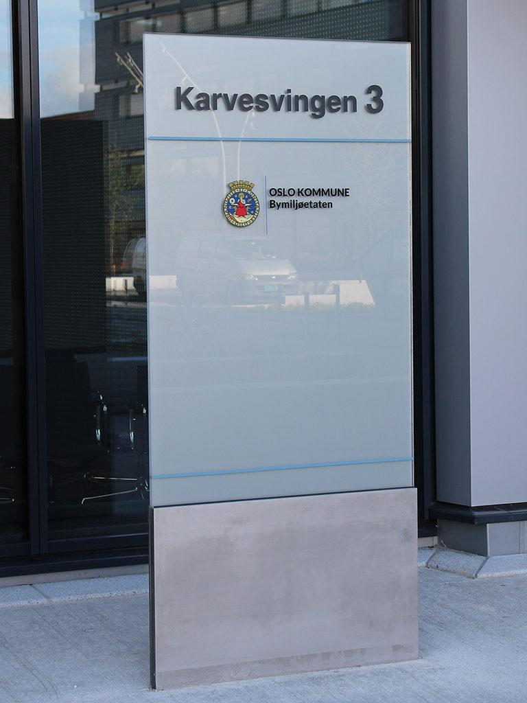 Informasjonsskilt Oslo kommune bymiljøetaten, skilt, bauta