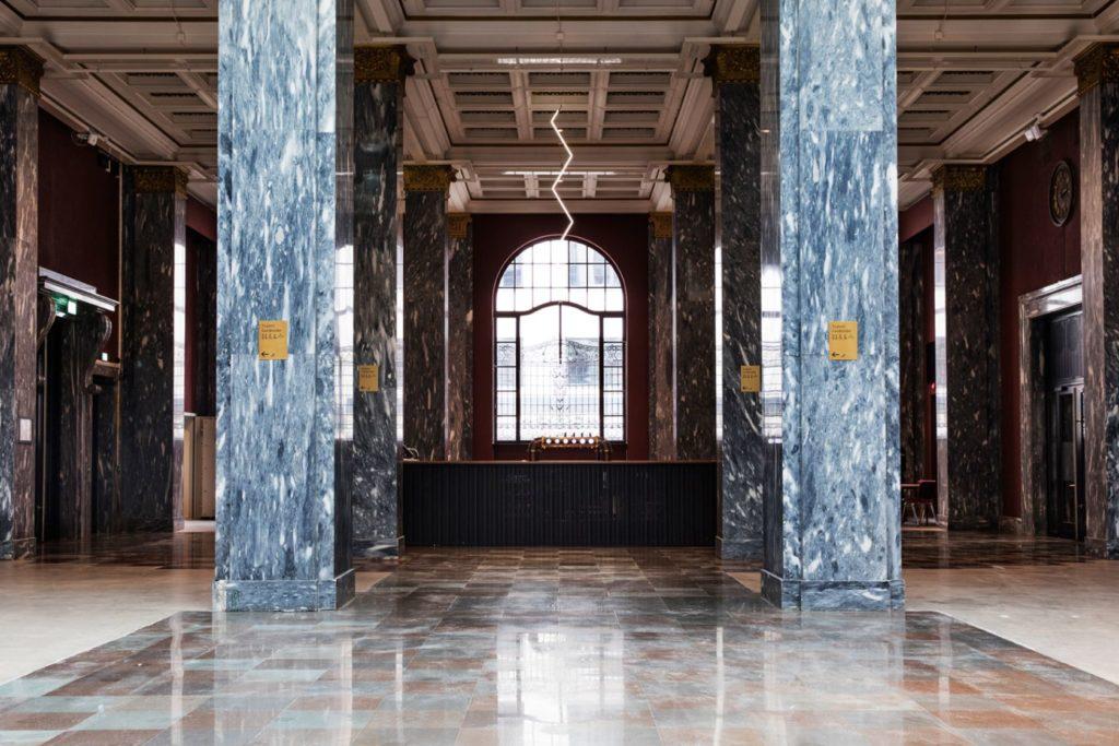 Toalettskilt i gull Sentralen, messingskilt, skilt, innendørsskilt, restaurant skilt