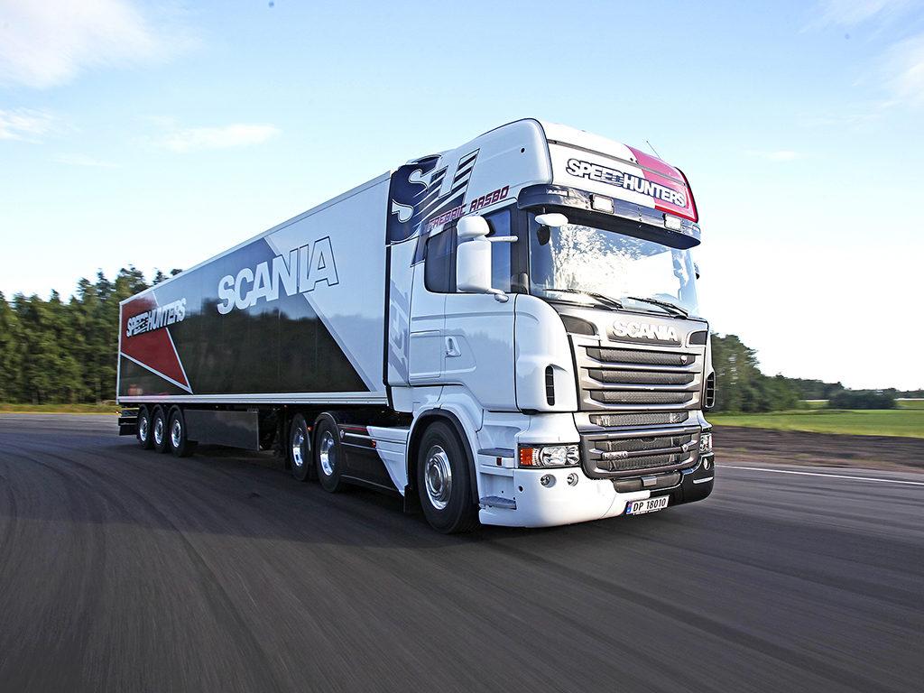 Speedhunters Scania på Gatebil Mantorp i Sverige 2013 med racerbilsjåfør og drifter Fredric Aasbø.