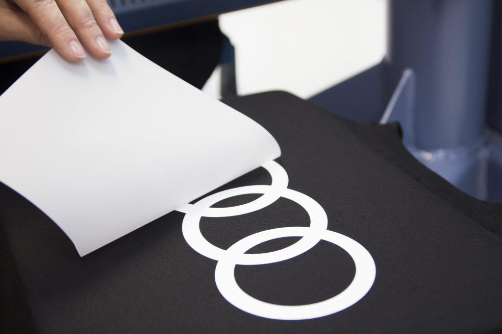 Trykk av logo, transfertrykk. Logo, firmalogo.