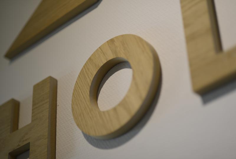 Utfreste boktaver i tre, skilt, trebokstaver, Holmenkollen