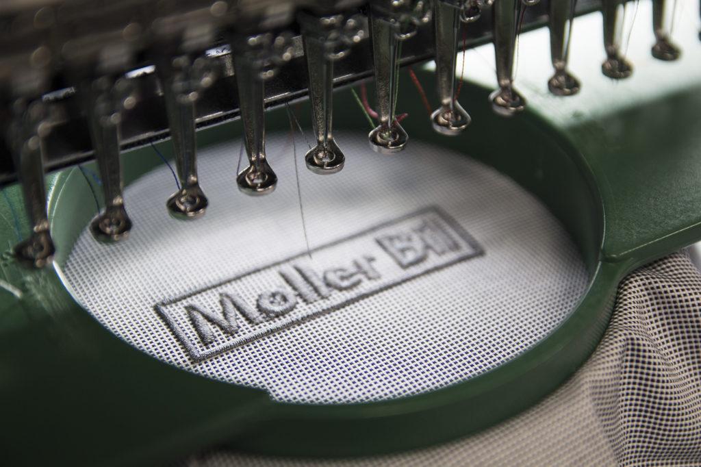 Brodering av logo, skjorter med brodering, broderingsmaskin