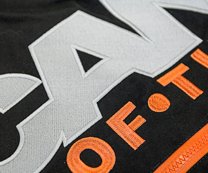 Brodering Norsk Scania, brodering av logo, logo på klær