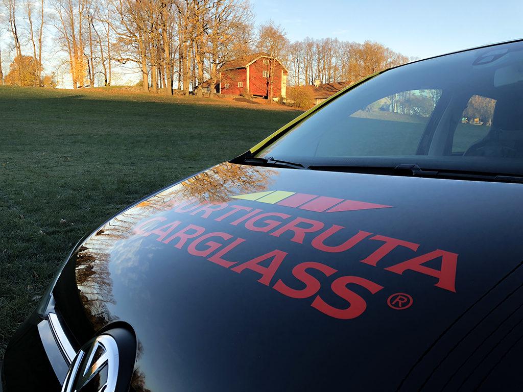 Bildekor Hurtigruta Carglass. Folie på bil. Design av bil. Firmabil med logo