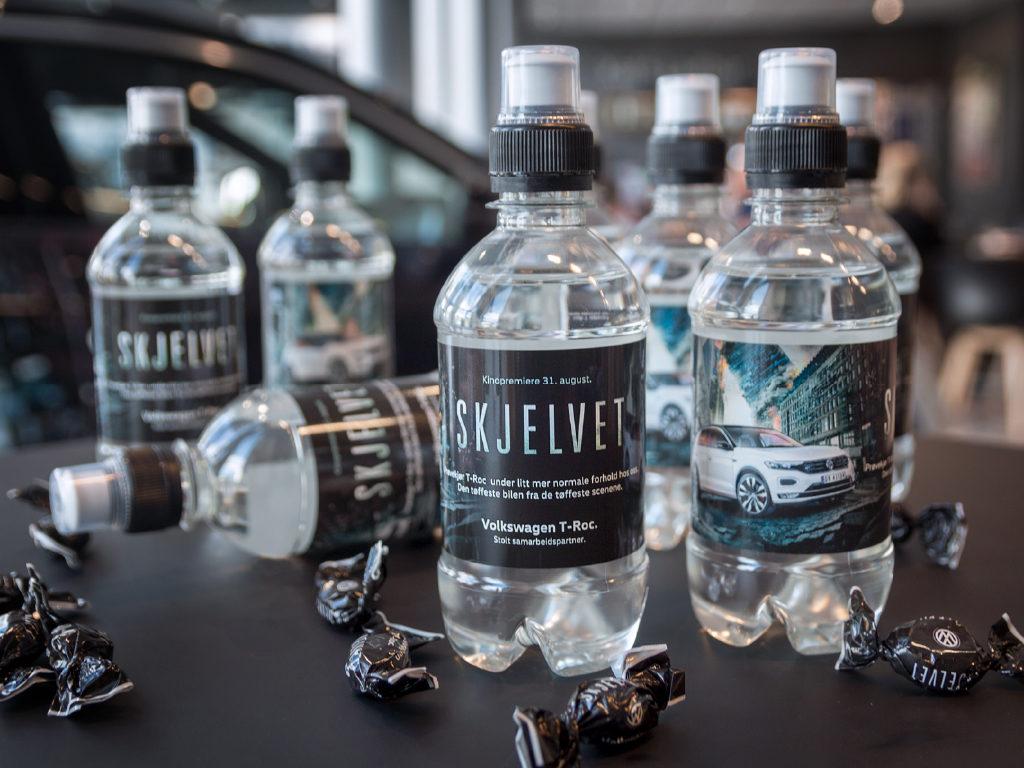 Vannflasker og drops, vannflasker med logo, vannflasker med etikett. Vann med logo, kampanjemateriell