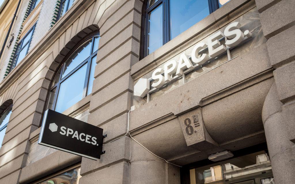 Spaces fasadeskilt, skilt, utendørs skilt, skilt med lys, lysskilt
