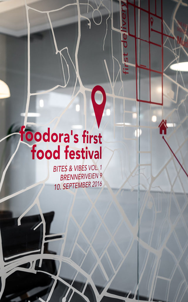 Vindusdekor foodora, dekor, design, konseptdesign, foliedekor, vindusfolie