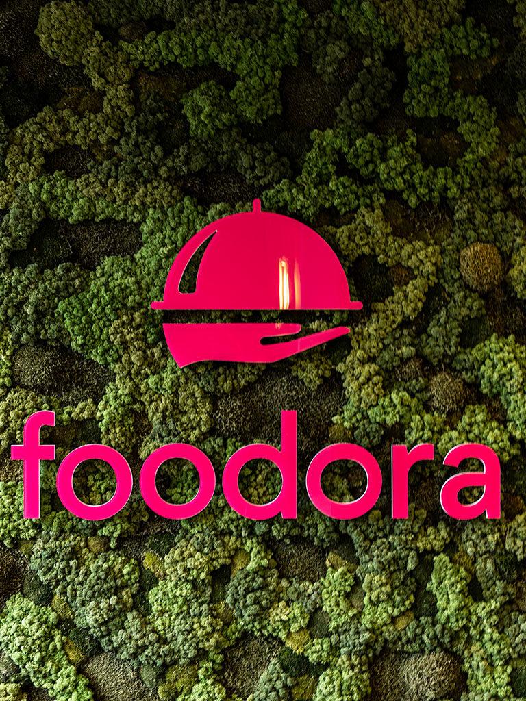 Innendørs skilt foodora, Vindusdekor foodora, dekor, design, konseptdesign, foliedekor, vindusfolie