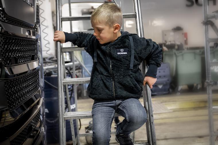 Bamsefleece jakke til barn Norsk Scania. Spesialdesignet jakke til barn med Scania logo