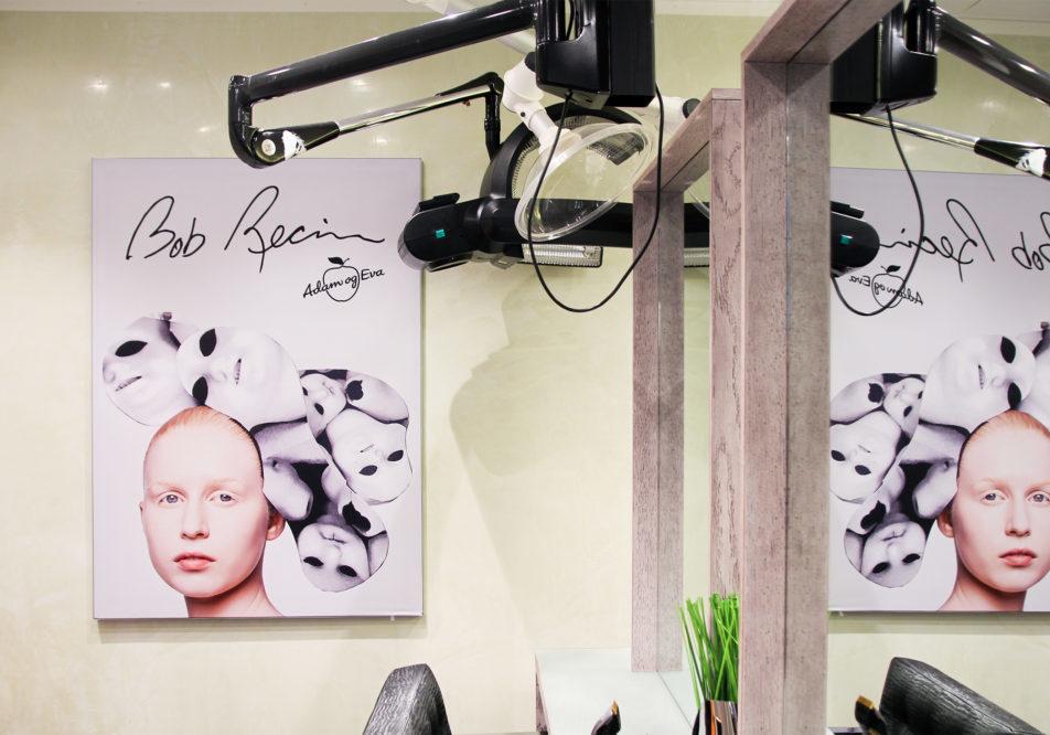 Bilder på vegg hos Adam og Eva. Smarte rammer hvor man fleksibelt kan bytte motiv ved behov.