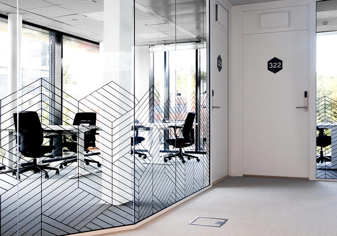 Vindusdekor kontorlandskap Spaces, veggdekor, innendørs skilting, wayfinding, folie