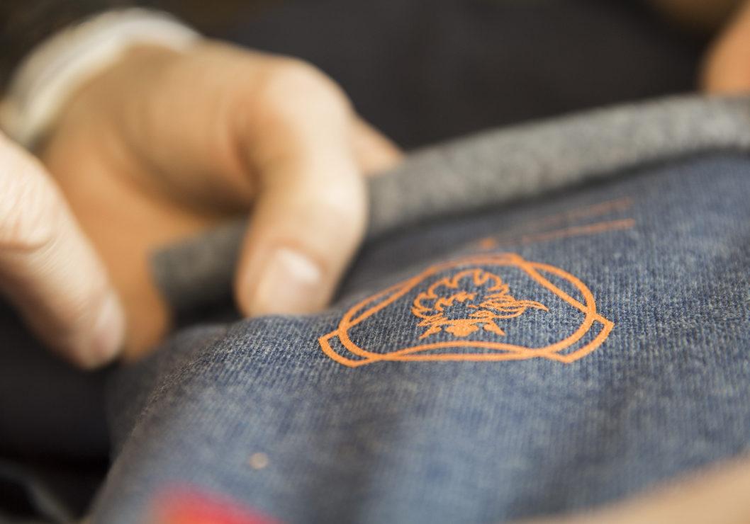 Spesialdesignet genser til norsk Scania med logomerking, brodert logo, egen logo i nakken.